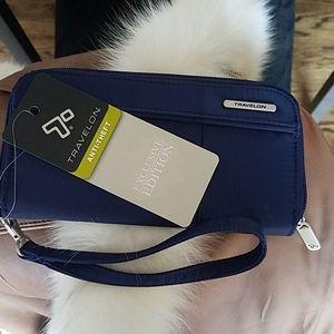 NEW Travelon anti-theft wallet